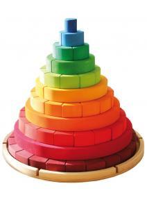 Torre de madera cónica arco iris