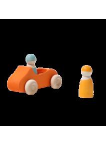 Coche grande naranja con dos pasajeros Grimm's