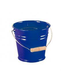 Cubo de metal azul.